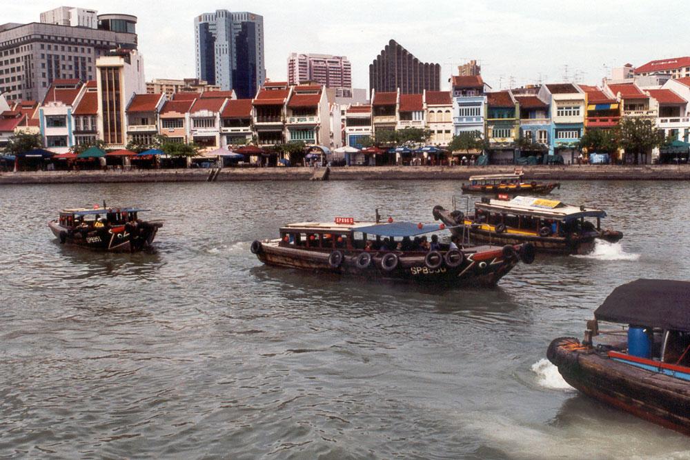 Met een boodje door Singapore varen tijdens onze Singapore tour