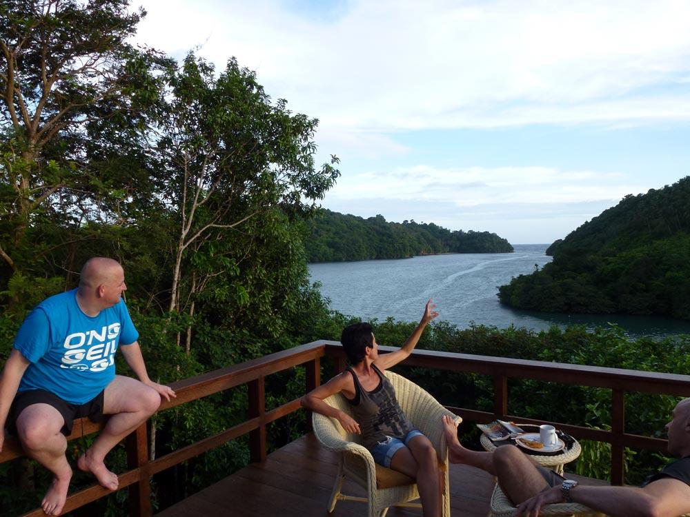Lekker zitten en genieten van het uitzicht op het terras bij het restaurant